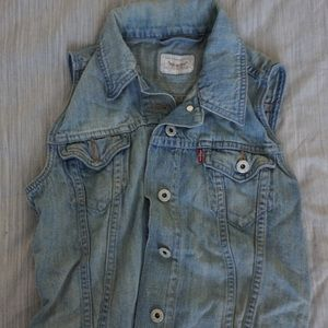Levi's vest in New condition!!